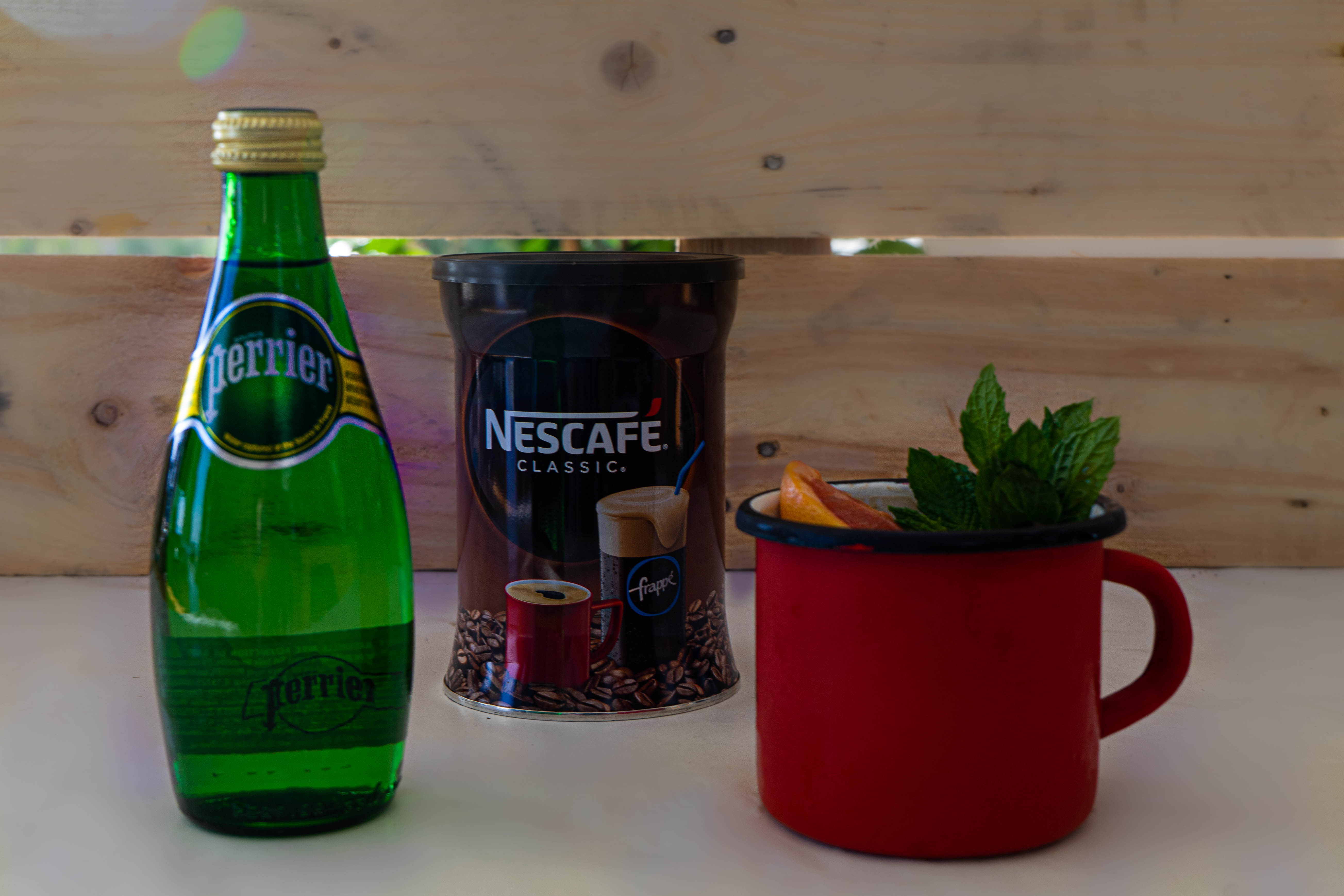 Perrier cocktail Pinky & the Brain με Nescafé Classic & Pink Grapefuit